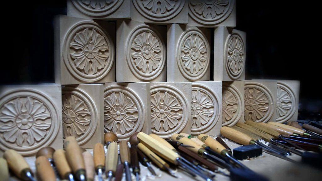 School of Woodcarving | Learn to carve Antique Style Rosette - Corner Block online woodcarving School https://schoolofwoodcarving.com #woodworking #woodcarving @grabovetskiy