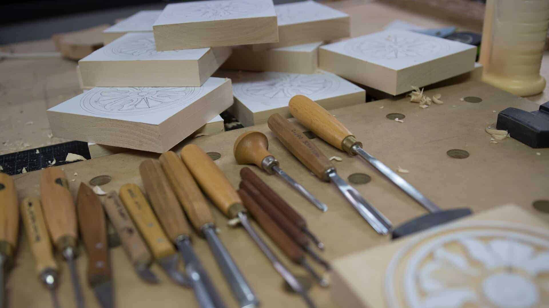 Woodcarving School | Learn to Carve Antique Style Rosette with Alexander Grabovetskiy Woodcarver | School of Woodcarving https://schoolofwoodcarving.com