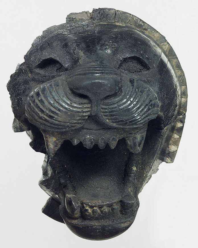 research stage of carving lion head